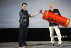 即将于11月8日全球同步开画的战争片《决战中途岛》,11月3日在北京举行首映。导演罗兰·艾默里奇现身映后见面会与影迷互动,揭秘诸多影片幕后的制作细节。