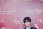 """11月5日,上海杜莎夫人蜡像馆官宣易烊千玺将以电影《少年的你》中""""小北""""的形象入驻上海杜莎,并公开一组量身照。这是易烊千玺的第二尊蜡像,也是他的首个角色蜡像。"""