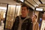 11月5日,有网友在商场偶遇郭富城和方媛夫妇,并晒出偶遇照片。当天,郭富城身穿黑色皮衣内搭灰色帽衫,打扮时尚;方媛则穿着驼色大衣紧跟在郭富城身后。