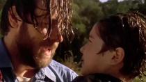 《致命危机》预告 父亲寻找溺水儿子