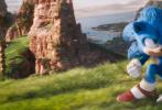 """由美国派拉蒙影片公司出品、改编自全球知名游戏的好莱坞真人动画电影《刺猬索尼克》重磅发布全新预告及海报,索尼克以经典形象酷炫亮相,宣告""""音速小子""""极速来袭!本片讲述了拥有超音速能力的刺猬索尼克孤身前往地球,他将与热心肠的朋友小镇警员汤姆(詹姆斯·麦斯登 饰)一起,联手对抗由金·凯瑞饰演的""""蛋头博士"""",展开一场惊天大冒险。"""