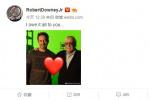 小罗伯特·唐尼晒出与斯坦·李合照感恩漫威之父