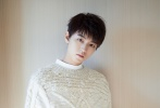 11月14日,王俊凯以品牌代言人的身份现身济南出席活动。当天,王俊凯一身纯白造型亮相。白色毛衣配白色内搭,下身搭白色长裤,腕间装饰紫色围巾,别致又不失时尚感,整套LOOK清爽帅气。