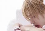 11月15日,蔡徐坤发表了新歌《重生》,这是他首次尝试摇滚曲风。