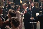 """11月18日,电影版《唐顿庄园》发布人物特辑,各具个性的经典角色重回观众视野,共同呈现华美""""众生相""""!不仅唤醒了剧迷的记忆,也让未看过剧版的观众得以提前熟悉庄园众人,感受其乐融融的家族氛围。"""