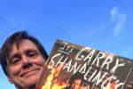 金·凯瑞晒出和盖瑞·山德林回忆录合影:我看哭了