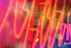 """由董润年导演并编剧,黄渤、王珞丹、谭卓、白客、黄璐、文淇、宋春丽、李嘉琪、丁溪鹤、吕星辰主演,焦俊艳、黄觉、李倩、王菊友情出演的现实主义爱情话题大片《被光抓走的人》11月19日最新发布一组""""爱情""""版海报。"""