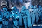 备受期待的《星球大战9:天行者崛起》于近日曝光了一组剧照。在剧照上,影片的主要角色悉数登场。从剧照中看,影片的故事将会更加宏大,因为所出现的场景众多,而且角色所处的环境都是之前未曾出现的。