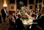 根据全球热播英剧《唐顿庄园》创作的电影版《唐顿庄园》今日(11月22日)发布一组剧照,新老角色惊艳亮相,唐顿标志性的雍贵风范跃然而出。在国王与王后即将到访庄园之际,面对皇室礼仪的冲击和诸多挑战的来临,唐顿大家族将如何应对?