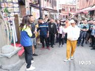 金鸡来敲门:王宝强跳《唐探》舞 体验鼓浪屿文化