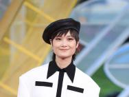 李宇春红毯秀出白皙美腿 闭幕式将献唱《哪吒》