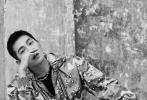 11月27日,杨洋登《Madame Figaro》闭年双封面大片释出。