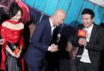 """11月27日晚,电影《两只老虎》在京举行首映礼,导演李非,监制兼主演赵薇以及葛优、乔杉、范伟、闫妮、潘斌龙、王森一众主创纷纷到场,在媒体观影后解答对影片的各种疑问。葛优表示,自己这次路演得到的""""优优哥哥""""外号是意外的惊喜。赵薇和闫妮在片中出演和葛优有感情纠葛的女性,却没有对手戏,赵薇透露演起来非常难。"""