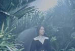 """昨日(11月26日)芭莎发布了一组极具时尚感的《天火》大片,明暗交替的色调营造出与影片极度契合的独特氛围。主创们身着黑色系服装,每个人的特色都被镜头放大,将复杂的人物情感表达的淋漓尽致。电影《天火》由金牌制片人董文洁监制、国际知名导演西蒙·韦斯特执导,将于12月12日爆""""效""""贺岁。"""