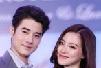 """近日,有网友晒出泰国电影《初恋那件小事》中饰演""""阿亮学长""""的马里奥·毛瑞尔和""""小水""""的平采娜·乐维瑟派布恩再度同框。"""