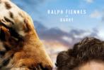 近日,小罗伯特·唐尼主演新作《多力特的奇幻冒险》首曝角色海报,唐尼所扮演的多力特医生与各种动物合影。
