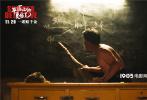 """由饶晓志监制,新人导演徐磊执导的荒诞喜剧电影《平原上的夏洛克》11月29日发布一支片尾曲MV。""""音乐诗人""""朴树用一曲《在希望田》献唱电影片尾曲,温暖的嗓音配合治愈系的歌词,为这场接地气的""""土酷冒险""""增添了一份别样的浪漫气氛!"""