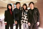 11月27日,《两只老虎》北京首映礼后台,赵薇赵薇不仅分享了电影拍摄心得,也热情与台下观众互动,现场气氛欢乐。