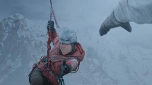 IMAX发布《冰峰暴》幕后特辑