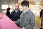 11月28日,作为品牌全球代言人王俊凯受邀前往瑞士,参观品牌装置51制表工厂和位于比尔市的品牌总部大楼。近距离了解并体验了每一块腕表诞生的过程,感受瑞士悠久的腕表历史。