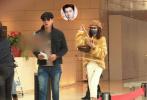 11月29日,模特、演员张亮通过微博宣布和妻子寇静于2017年离婚的消息,令网友震惊。