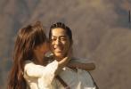 12月2日,林志玲、AKIRA夫妇登上《VOGUE》台湾版双封大片曝光。照片中,林志玲亲密坐老公腿上,或是Back Hug,在老公脸上用力亲吻,整组大片尽显西部牛仔风范,洋溢着幸福、温馨的气氛。