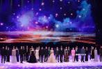 """11月的厦门,可谓星光熠熠,既有周冬雨、王俊凯、易烊千玺等32位青年演员一起高歌《星辰大海》、又有""""热心好市民""""倪妮帮小伙伴刘诗诗在红毯上整理裙摆,还有杨幂、李宇春、鹿晗、王源、李易峰、白百何、赵薇等闪耀红毯,还不快来跟我一起数星星。"""