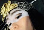 """1905电影网讯 12月6日,巩俐晒出了《花木兰》剧组造型自拍照,她头戴皇冠身披女巫服饰,华丽中透着神秘,依然是大家熟悉的""""巩皇式""""角度。"""