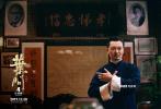 12月6日,電影《葉問4》重磅發布主題曲《詠春》MV,該歌原曲作曲為川井憲次,陳沁揚改編作曲,著名作詞人方文山操刀作詞,由時代偶像、歌手、音樂創作人李宇春傾情演唱。方文山頗具古典氣息的歌詞,搭配婉轉悠揚的旋律,通過李宇春細膩溫柔的演繹,仿佛帶領聽眾跨越時空走進了葉問的生活世界,一段守護家園、維護正義的故事在眼前徐徐展開。樂壇頂尖力量強強聯手,打造唯美動人的中國風歌曲,將宗師的傳奇一生娓娓道來。這支MV不僅回顧了《葉問》系列前三部中的重要場景和經典臺詞,還為第四部的