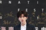 蔡徐坤亮相海南島電影節閉幕式 明年將開演唱會