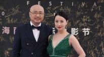 徐峥、陶虹携手亮相红毯 分享电影《囧妈》台前幕后