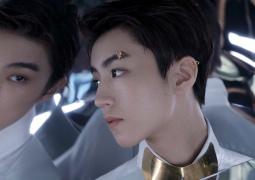 来自星星的王俊凯!开年双封 高级感雀斑妆引热议