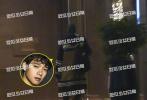 12月10日,有媒体爆料杨幂与魏大勋的照片。12月3日在上海拍摄新剧《谢谢你医生》的杨幂收工后便乘车回到位于虹桥区的酒店。车子到达酒店门口,杨幂头也不抬地一路玩着手机悠闲进入酒店。