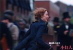 """12月10日,美国哥伦比亚影片公司出品的电影《小妇人》曝光""""追求真我""""电影片段。该片段中由西尔莎·罗南所饰演的乔·马奇向观众呈现了一段深入人心的""""对谈""""。"""