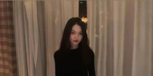 王菲13歲女兒李嫣曬美照 身材纖細濃妝艷抹大變樣