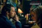 """悬疑犯罪影片《惊涛迷局》将于12月20日正式登陆全国各大院线。12月13日电影发布了一组男女主剧照,安妮·海瑟薇""""致命女人""""与马修·麦康纳""""硬汉船长""""扑朔迷离的情感关系引发了更多影迷的猜测,同时也渲染出影片悬疑紧张的氛围。"""