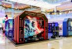 12月17日,《星球大戰:天行者崛起》電影主題特展降臨全國,在包括北京、上海、廣州、南京等地,精心布置的展位、有趣的互動體驗活動吸引了大量人流,成為這個跨年季的新晉打卡勝地。