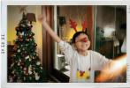 """12月22日,姚晨通过微博分享了和家人还有好友一起过冬至的照片,并写道""""冬至,会友。""""照片中,儿子土豆戴着发箍和红鼻子变身小麋鹿,和圣诞树合影。姚晨和老公曹郁还有好友走在桌边,撸串吃饺子;一群小朋友面前还摆着各式美食菜肴,节日氛围浓。"""