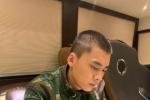 李易峰穿軍裝專注讀劇本 寸頭出鏡被侃早能捕拙