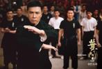 电影《叶问4:完结篇》自公映以来,已连续五天蝉联单日票房冠军,总票房达4.3亿。票房成绩一路飘红的同时,本片在各平台评分成绩同样出色,猫眼评分9.5、淘票票评分9.3,夺得本年度华语动作片最高分。此外,电影在中国台湾、新加坡等地表现同样亮眼,在台湾成为2019年香港电影开画票房冠军,在新加坡成为2019年亚洲电影票房冠军,在马来西亚创下华语片开画票房纪录。