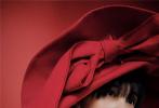 12月30日,郑爽为《InStyle优家画报》拍摄的2020年首刊封面大片释出。轻松驾驭百变造型,实现了在时尚道路上的又一突破。