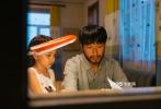 由电影频道节目中心出品的电影《奔腾岁月》,讲述内蒙古自治区兴安盟科尔沁右翼中旗(以下简称科右中旗)的动人故事。这部将在12月31日黄金时间于电影频道首播的作品,是电影频道在岁末敬献的暖心之作,更是献给已成功脱贫摘帽的科右中旗的一曲礼赞。
