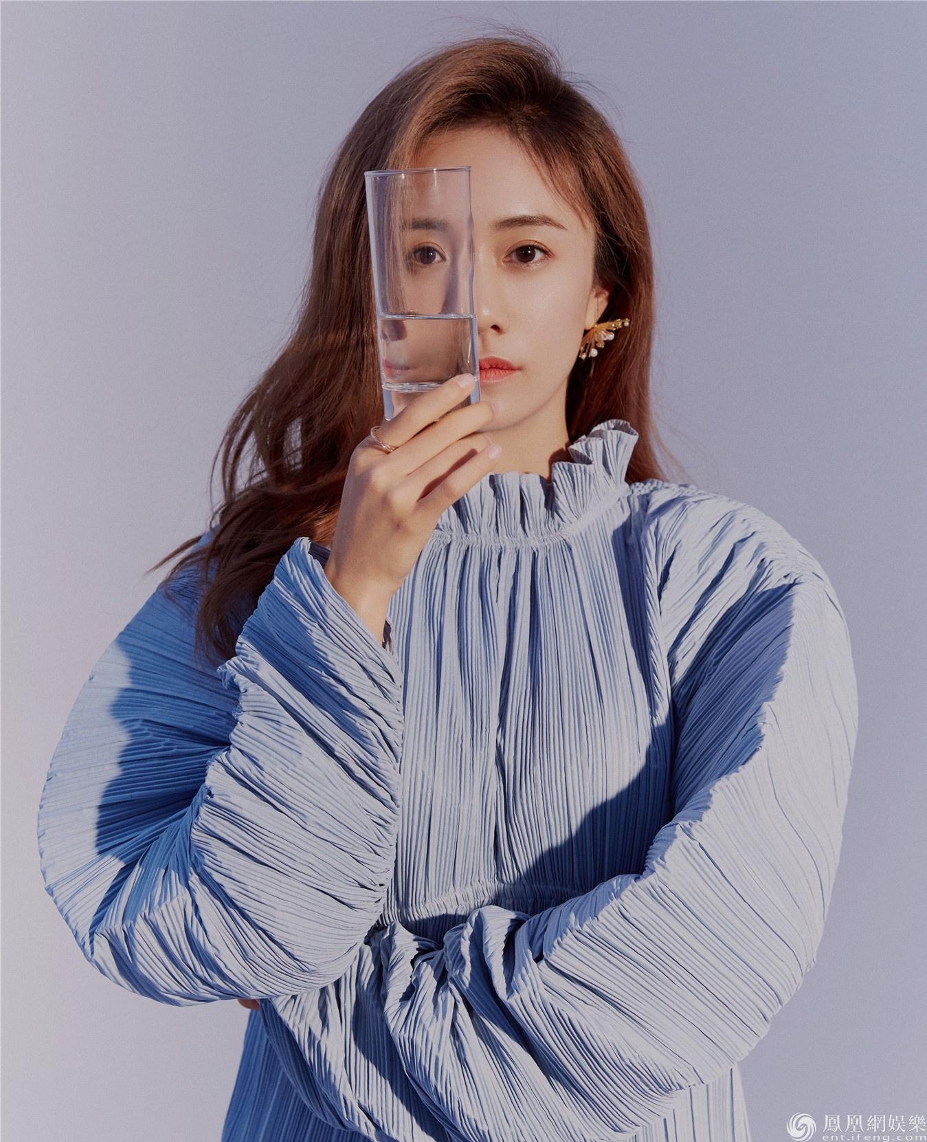 刘芸最新杂志大片曝光 恬静悠然飒爽撩人