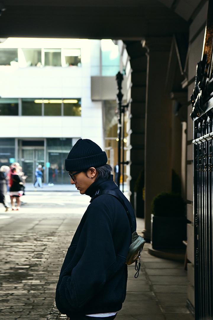 陈坤简约街头风漫步伦敦街头 品味秋日暖阳