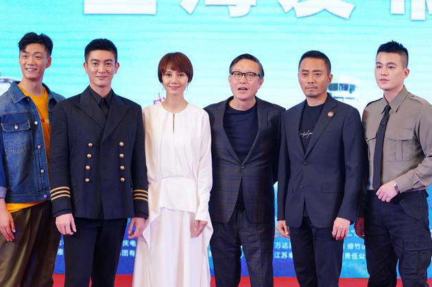 《中国机长》拍摄超紧张?袁泉带领剧组减压有方