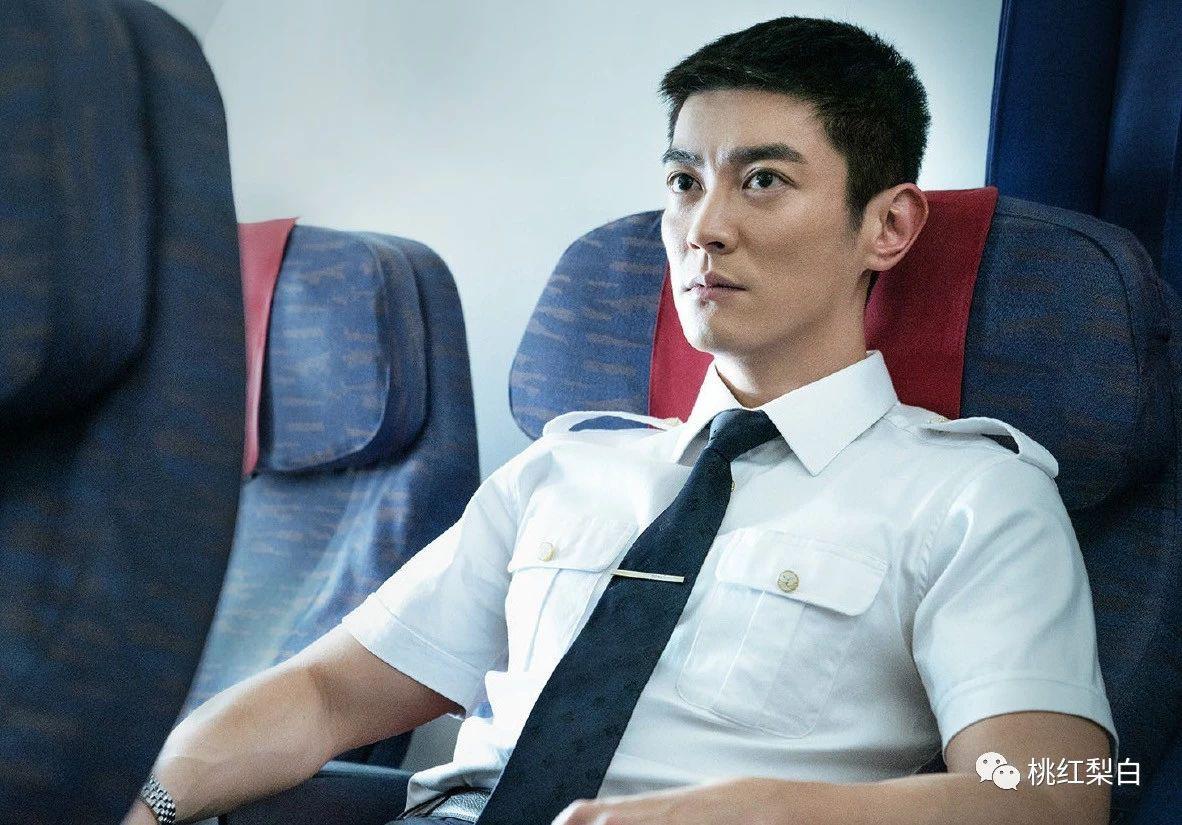 《中国机长》:他怎么悄悄变Man了这么多?