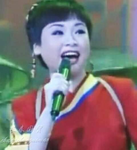 <b>41岁歌手李琼近照曝光,20年前春晚一夜爆红,如今发福判若两人</b>