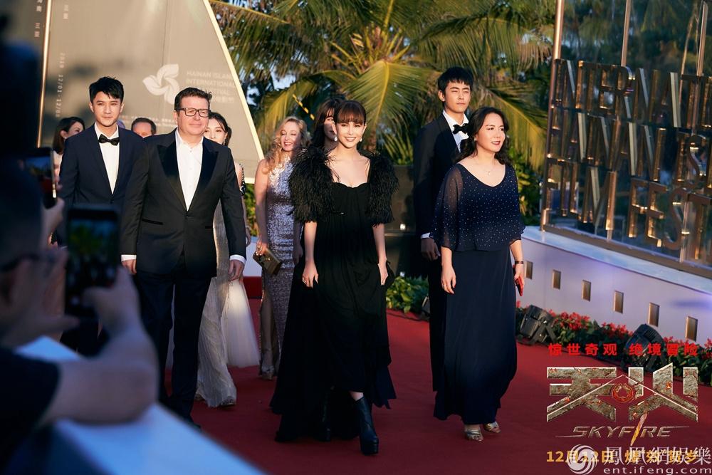 《天火》剧组亮相海南岛电影节红毯 强大气场惊艳众人