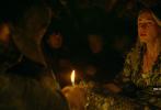 1月2日,由美国派拉蒙影片公司出品的年度惊悚力作《寂静之地2》发布正式预告!前作中饰演一家人的艾米莉·布朗特、米莉森·西蒙斯、诺亚·尤佩携手回归。经历了丧亲之痛、被迫离开家园的他们,即将在残酷世界中遇见更多幸存者,生死存亡关头人性将面临何种考验?