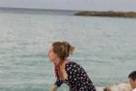 阿黛爾瘦了!最新沙灘街拍出爐 四肢纖細笑容迷人